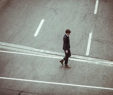 crossing-crossroad-businessman-fashion-large